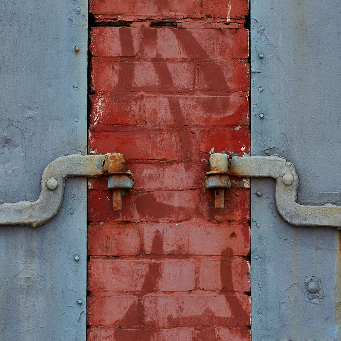 03-31-2016_red_blue_hinges