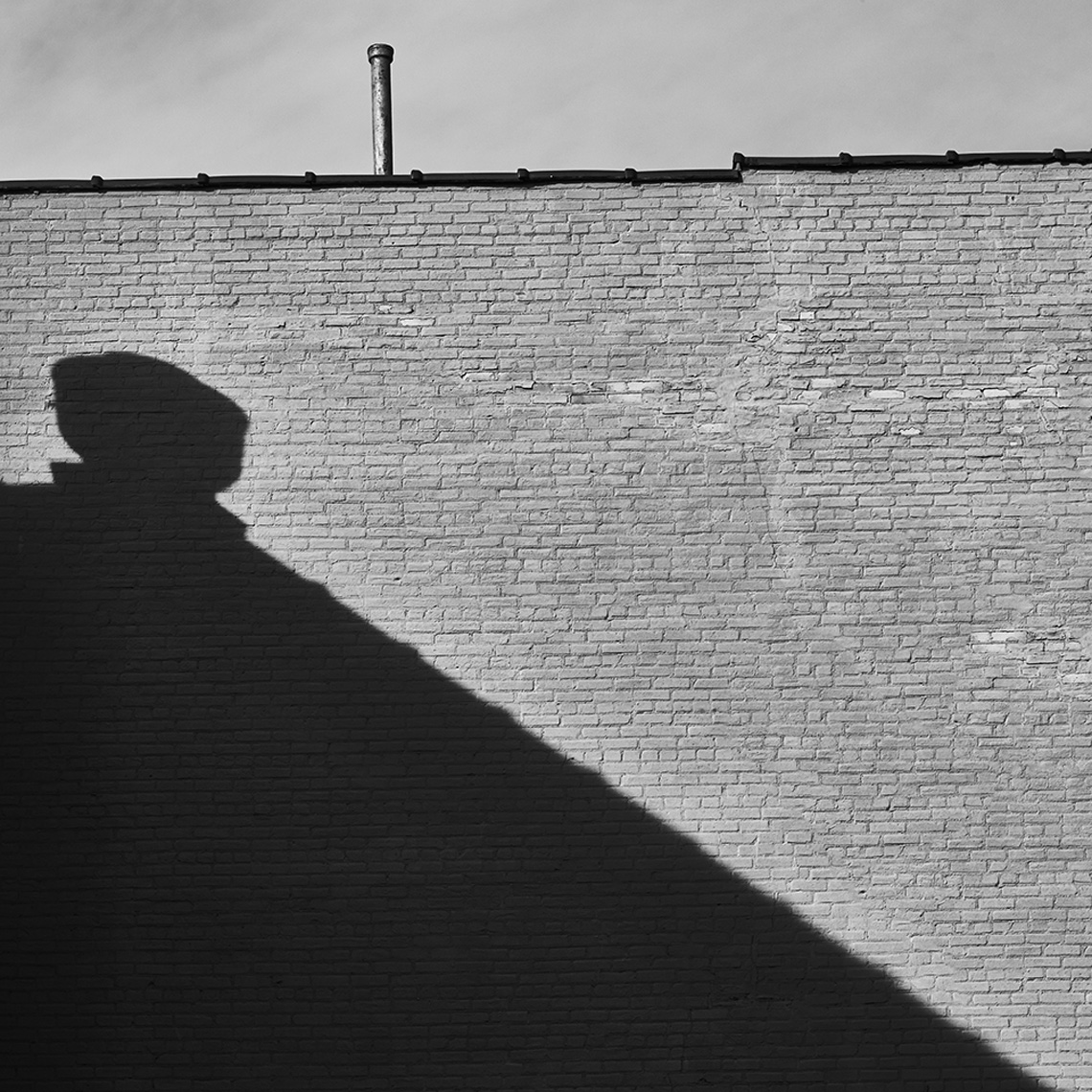 2017-01-11_wall_shadow_bw